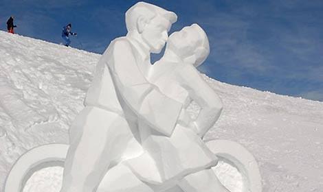 scultura-ghiaccio-pattinatori-470.jpg