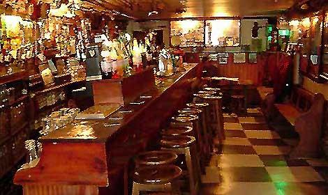 Il pub pi vecchio del mondo viaggiatori e turisti for Arredamento pub irlandese